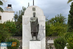 The statue of Constantine Palaiologos after the bomb attack, last Friday (source: apela.gr).