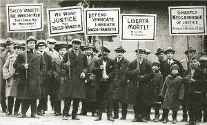 Φωτογραφία από διαδήλωση αλληλεγγύης στους δύο Ιταλούς εργάτες. πηγή εφ. ΤΑ ΝΕΑ