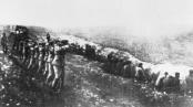 Φωτογραφία που τραβήχτηκε από Γερμανό στρατιώτη κατά την σφαγή στο Μπάμπι Γιάρ (πηγή: ΑΡ)