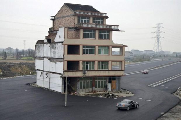 Κίνα: Σπίτι στην μέση του δρόμου